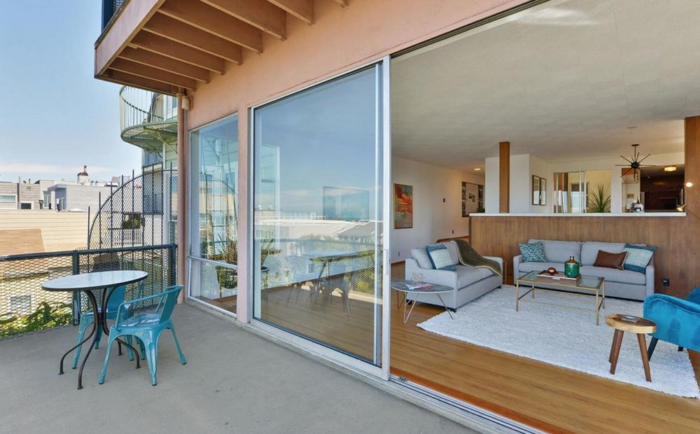 836 Bay Street - indoor/outdoor living
