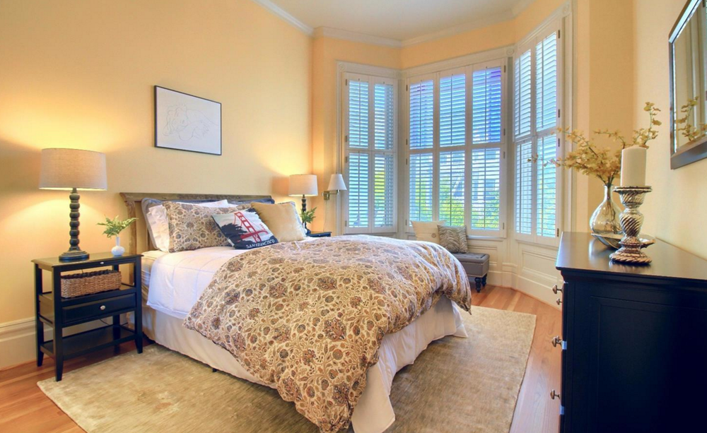 1423 Golden Gate Avenue - bedroom with bay windows