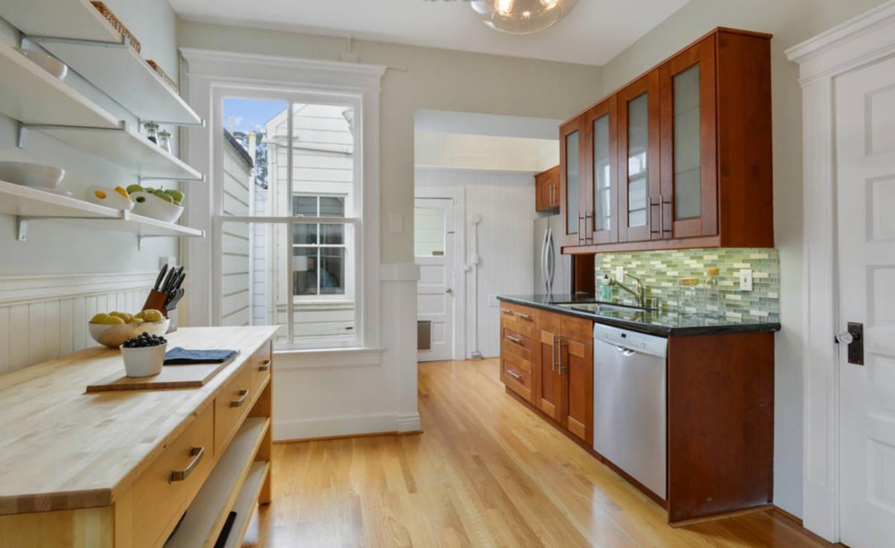 856 Baker Street - Kitchen