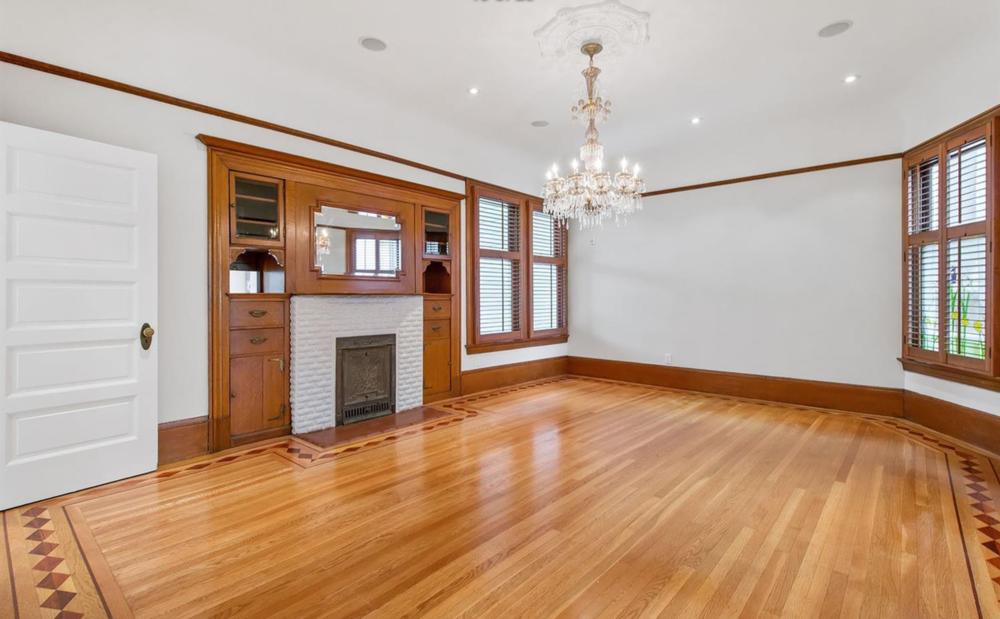 850 Steiner Street - Living Room