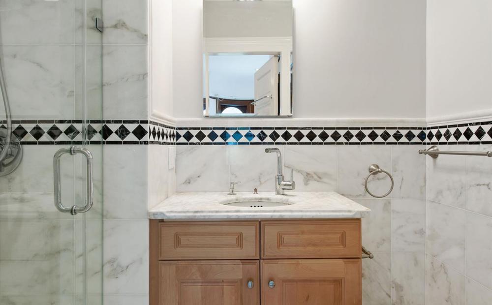 850 Steiner Street - Bathroom