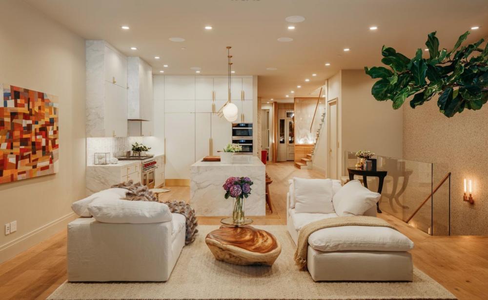 314 Walnut Street - Living area