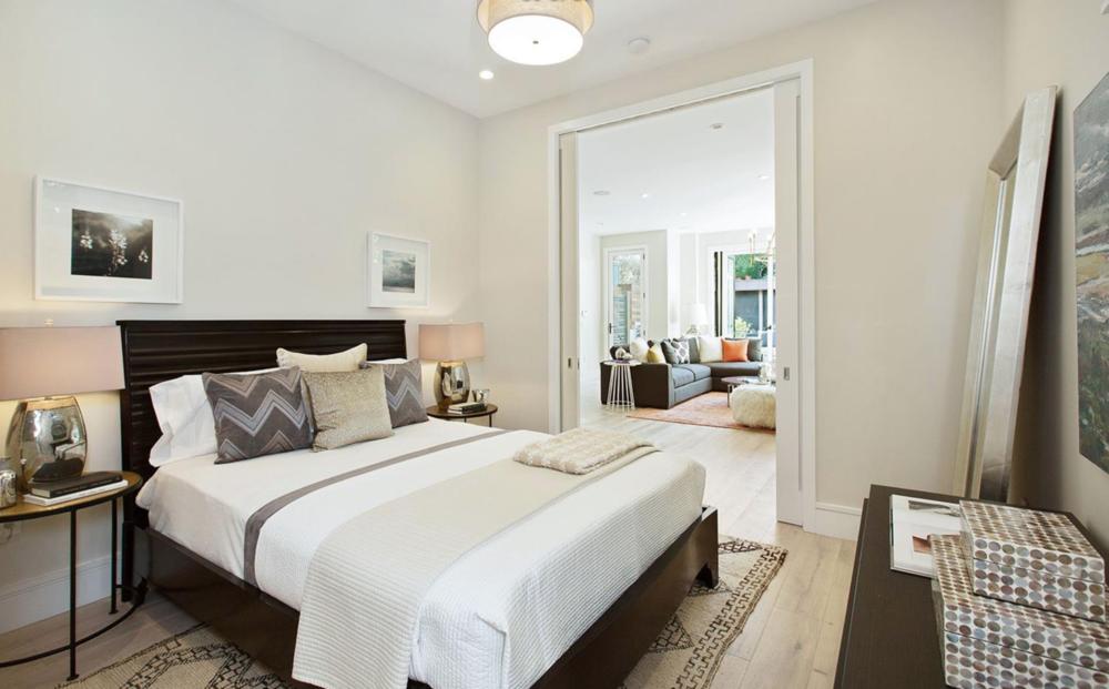 2829 Baker Street - Master Bed
