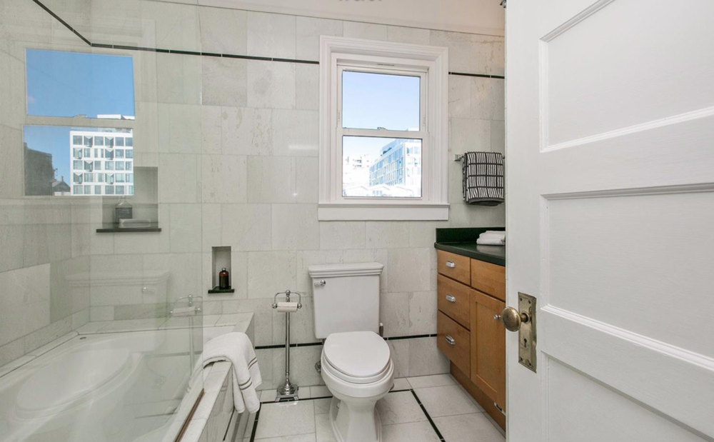 2539 Clay Street - Bathroom