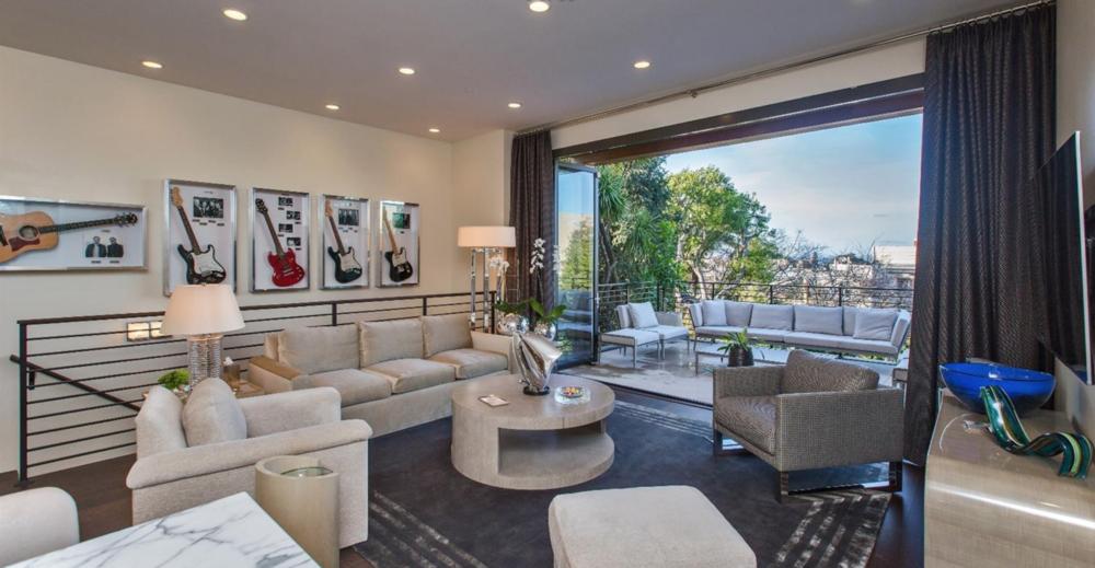 2764 Greenwich Street - Living Room