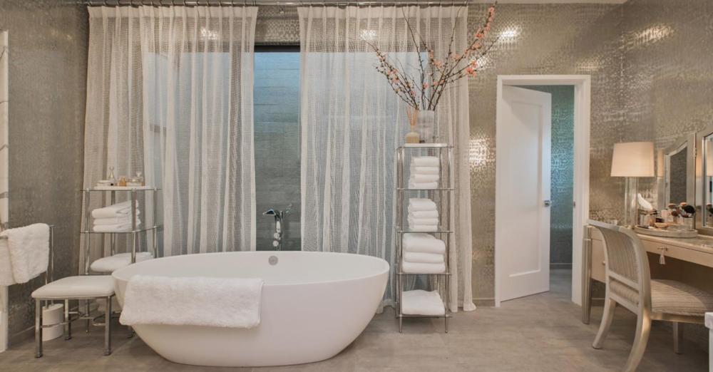 2764 Greenwich Street - Bathroom