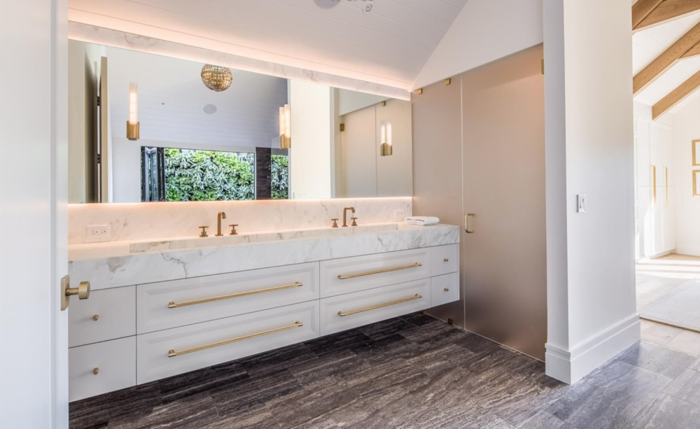 2761 Pine Street - Master Bathroom