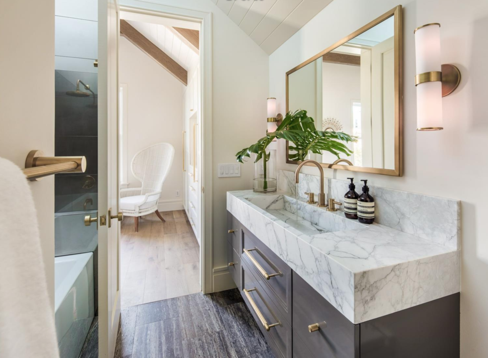 2761 Pine Street - Guest Bathroom