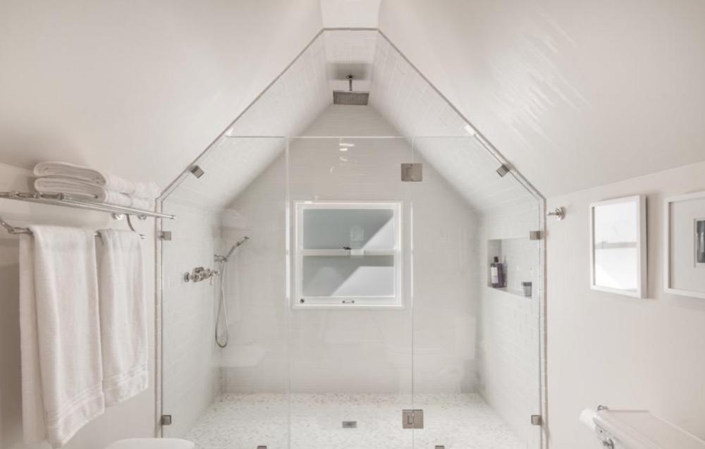 925 Fulton Street - Guest Bathroom