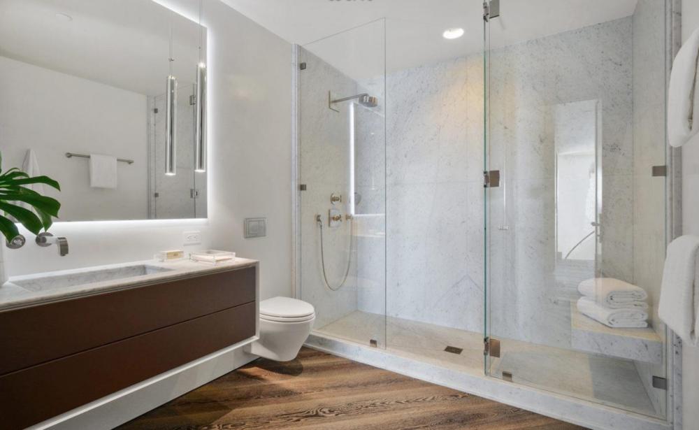 2626 Larkin Street - Guest Bathroom