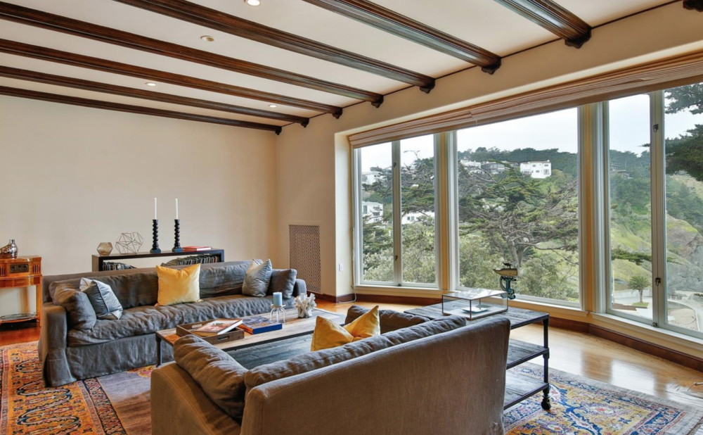 320 Sea Cliff Ave - Living Room