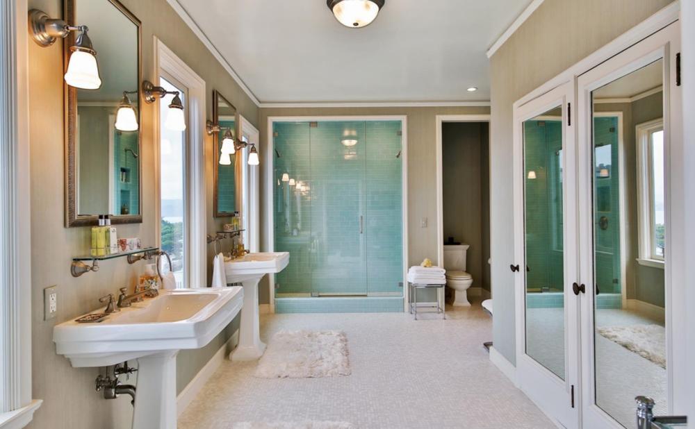 320 Sea Cliff Ave - Bathroom