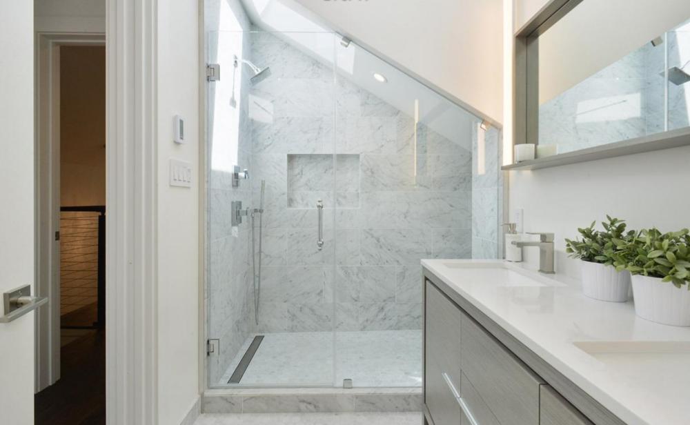 2268 Pine Street - Bathroom