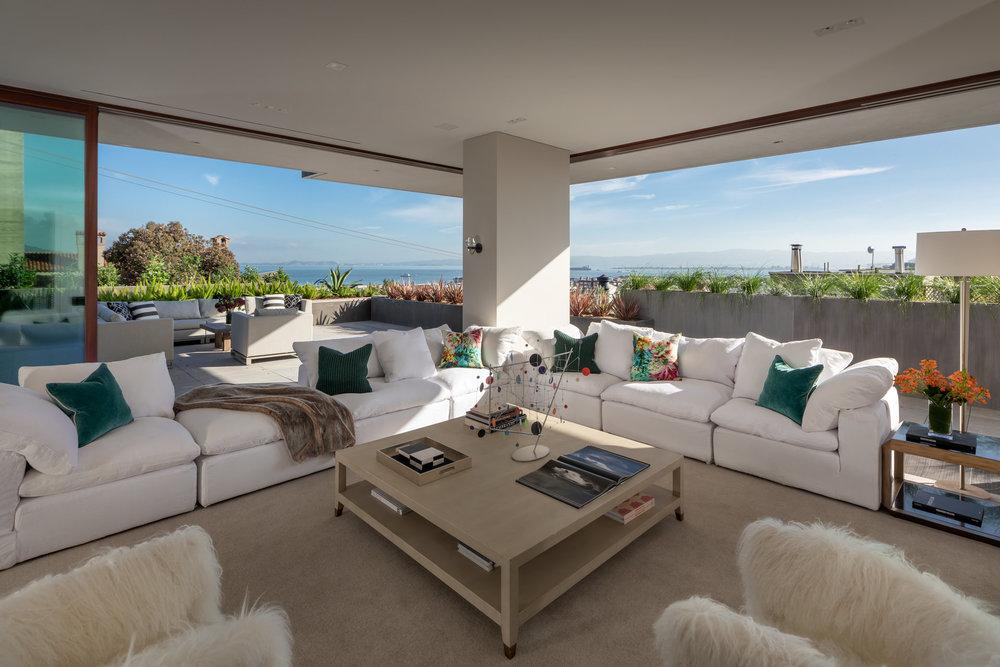 950 Lombard Street - Living Room