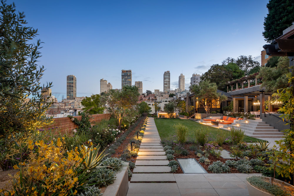 950 Lombard Street - Grounds