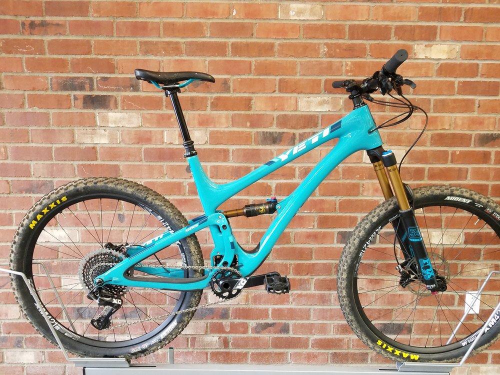 2017 YETI SB5 TURQ demo bike. Size large.$7000 SALE $5200