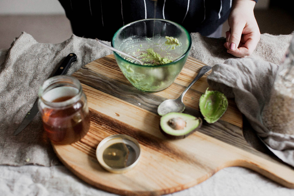 Avocado, honey and oat homemade face mask. Retreat // Food and lifestyle blog