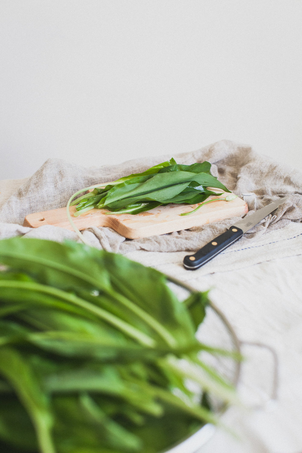 Wild garlic - what to do with it and where to find it in Sussex. Retreat // Food and lifestyle blog based in Sussex. Photography by Emma Gutteridge.