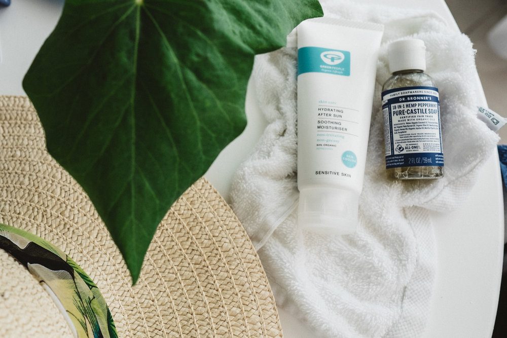 Natural sunscreen is free from harsh chemicals and offers UVA and UVB protection. Retr~eat recommends their favourite sun protection product.