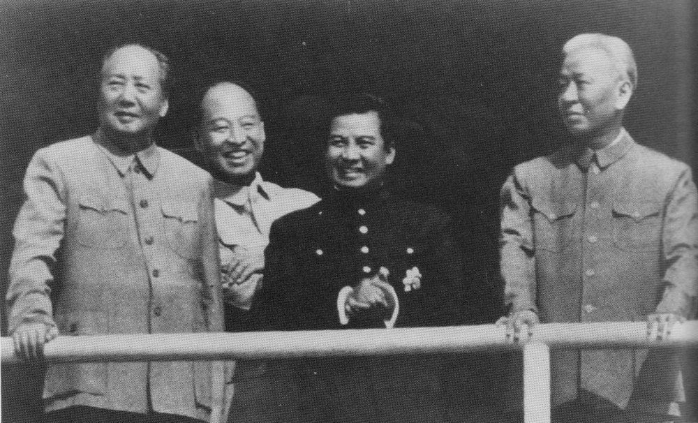 Prince Norodom Sihanouk with Mao Zedong in Beijing in 1956. Photo: Washington DC: Center of Military History - Joel D. Meyerson, United States Army in Vietnam: Images of a Lengthy War, 1986, Center of Military History (Public Domain); Wikimedia Commmons