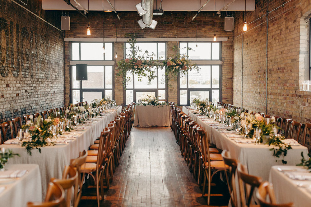 LIZ + KOBI<strong>COZY LOFT WEDDING</strong>