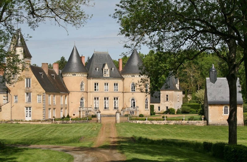image via  Château de Chéronne