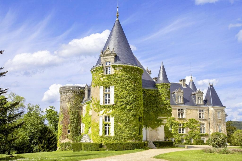 image via   Chateau de la Cote