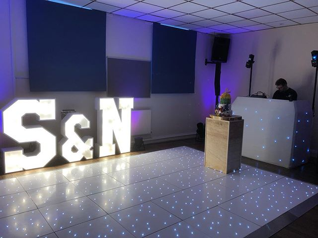 Lush Setup today ready for wedding tomorrow! #weddingdj #livesingers #letterlights #dancefloor #weddingentertainment #crownentertainment @southwestletterlights