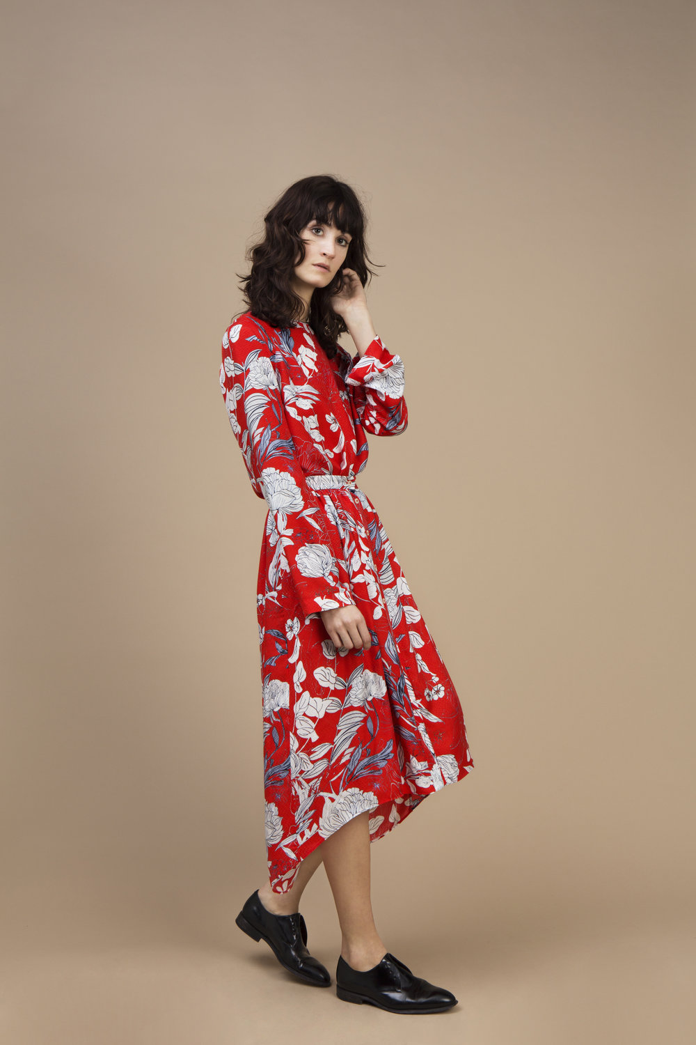 Crepe silk Long sleeves top and Long and asymmetric skirt — Red Carnation