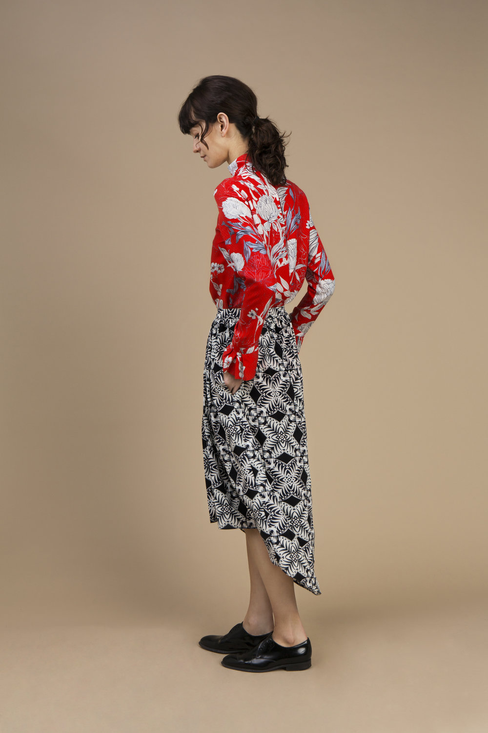 Crepe silk Pleated collar shirt — Red Carnation and Long and asymmetric skirt in crepe silk — Kaleidoscope