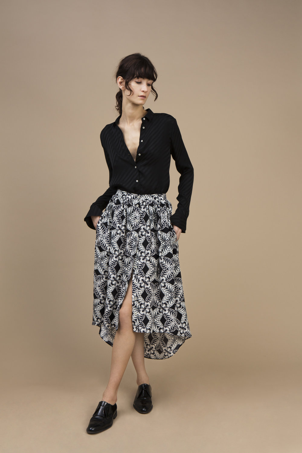 Crepe satin silk Small collar shirt — Stripy Black and Long and asymmetric skirt in crepe silk — Kaleidoscope