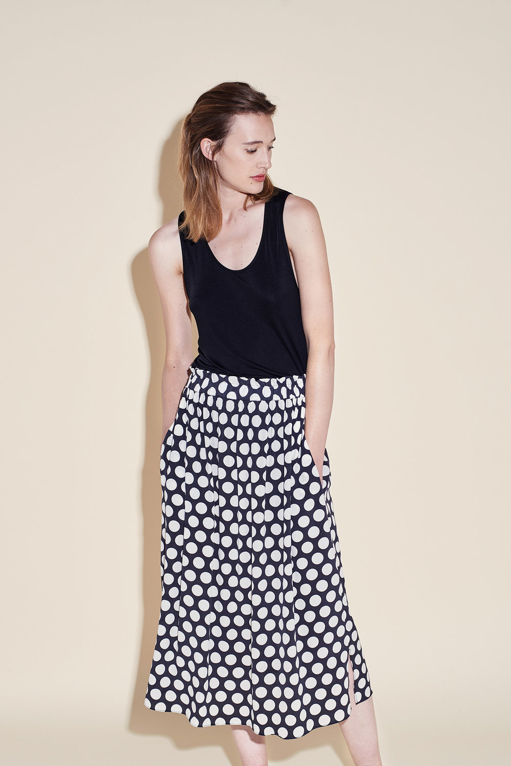 Long skirt crepe silk polka dots white tank top silk jersey black
