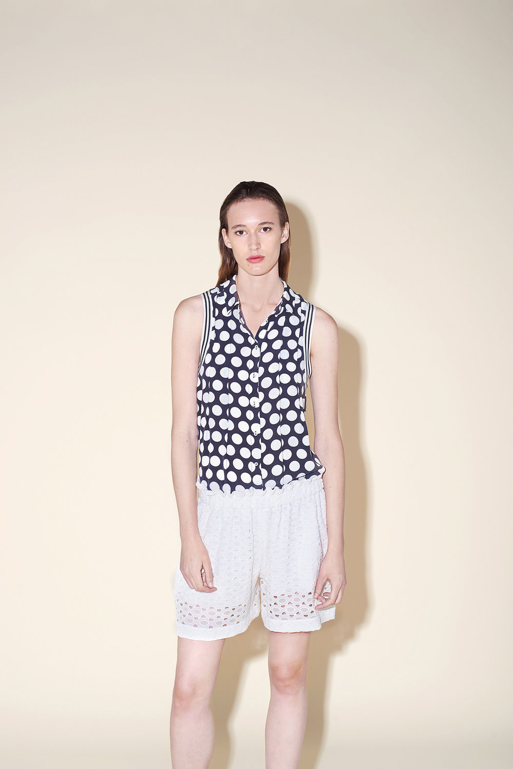 Sleeveless blouse silk crepe polka dots white – Short silk broderie white