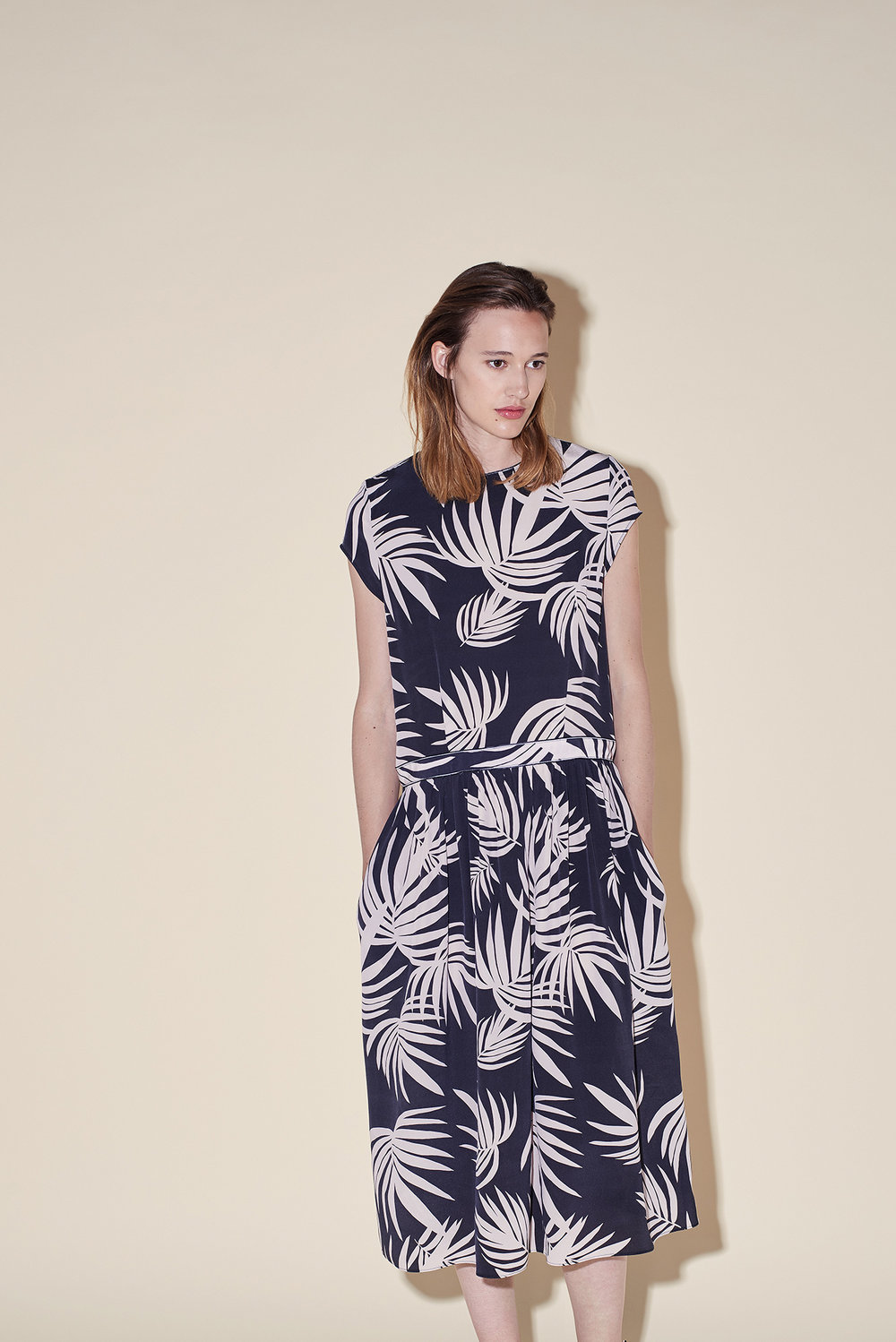 Long dress short sleeves crepe silk tropical black