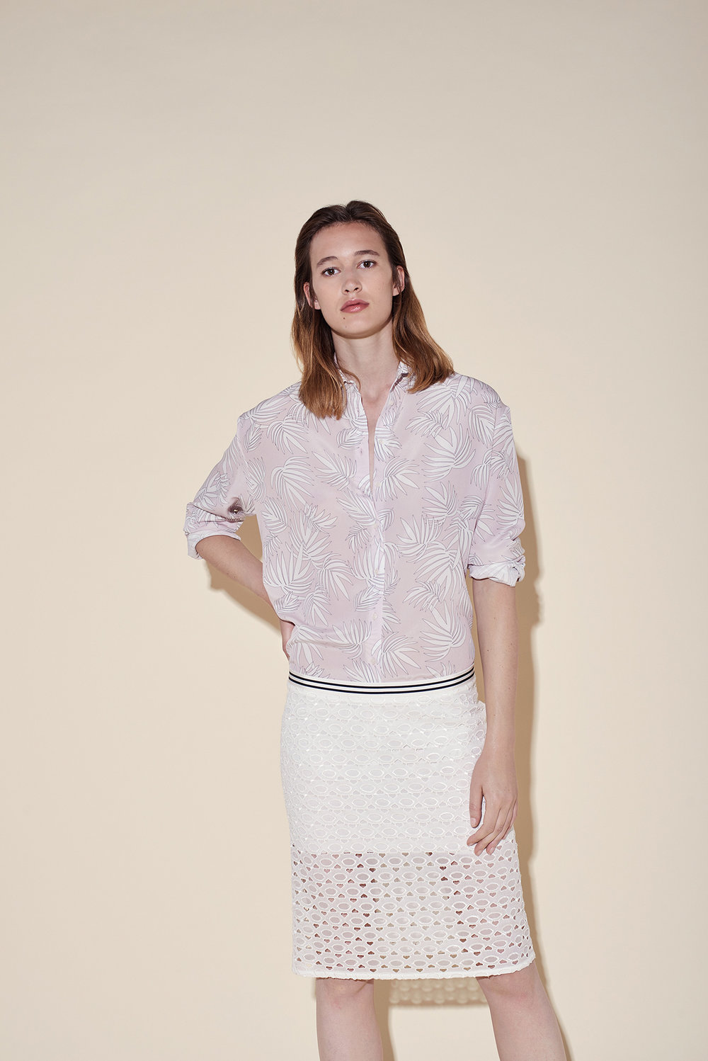 Man shirt silk crepe tropical pink – straight cut skirt silk broderie white
