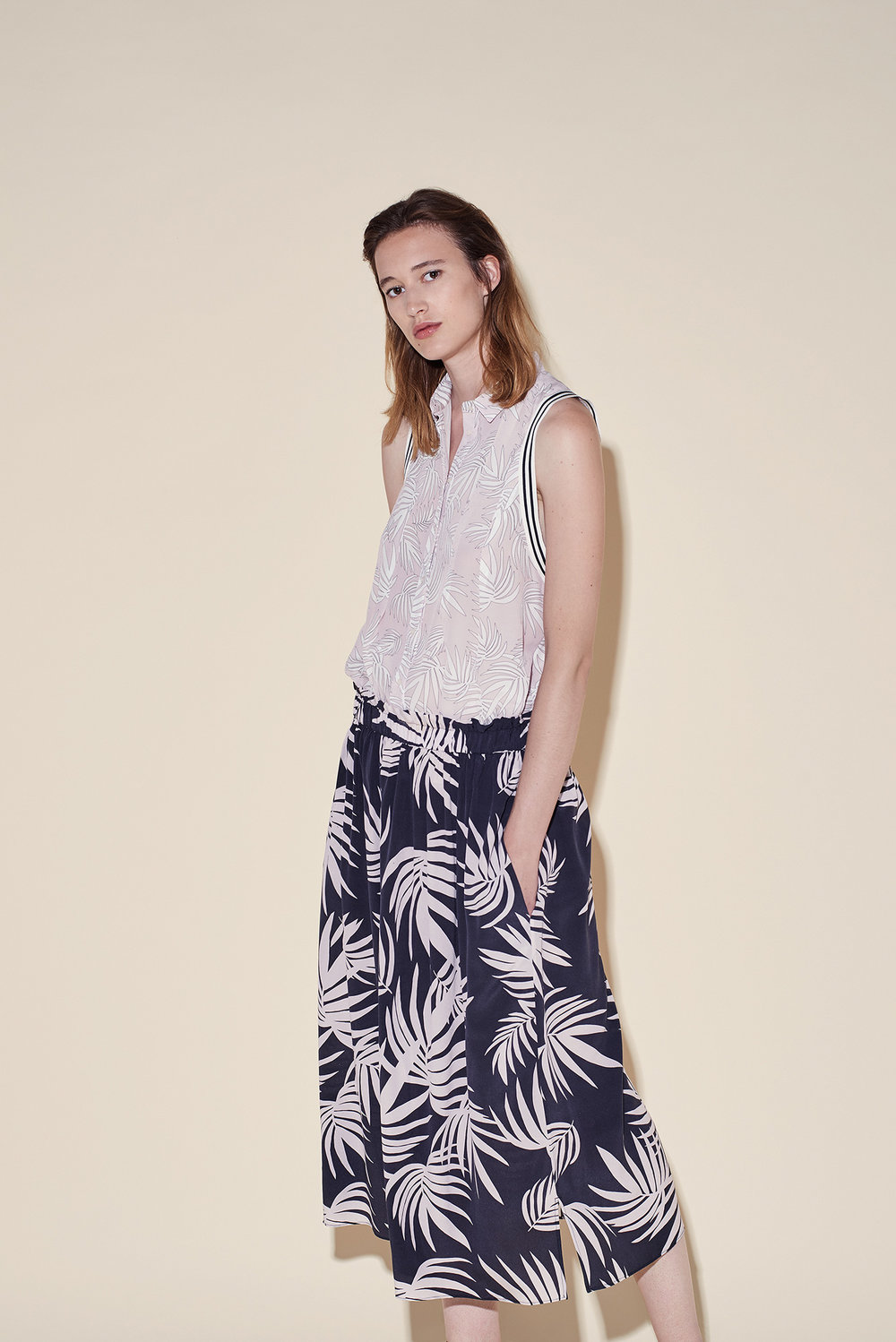 Sleeveless blouse silk crepe tropical pink – Long skirt crepe silk tropical black