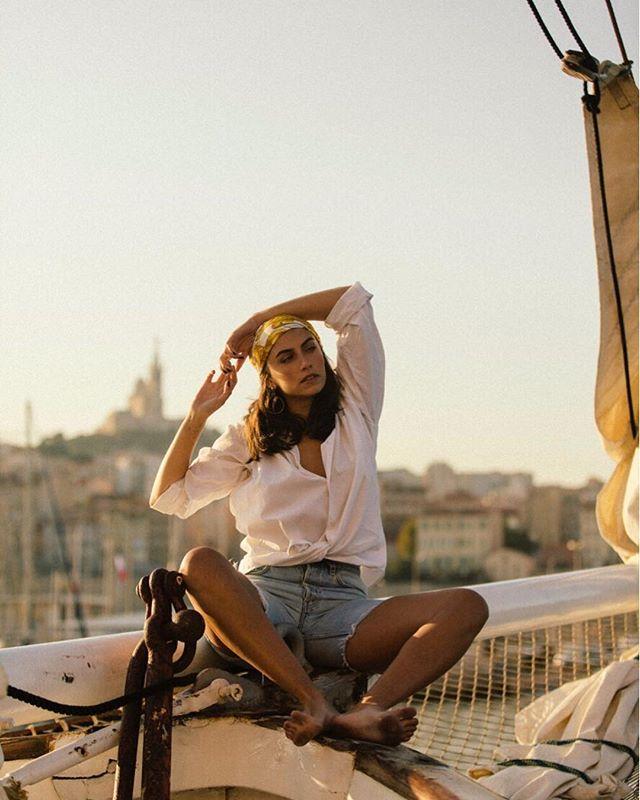 ⚔️ @palomcoco . Style @ste_barouk HMUA @eloise.makeup . . #pirate #boatlife #sunrise