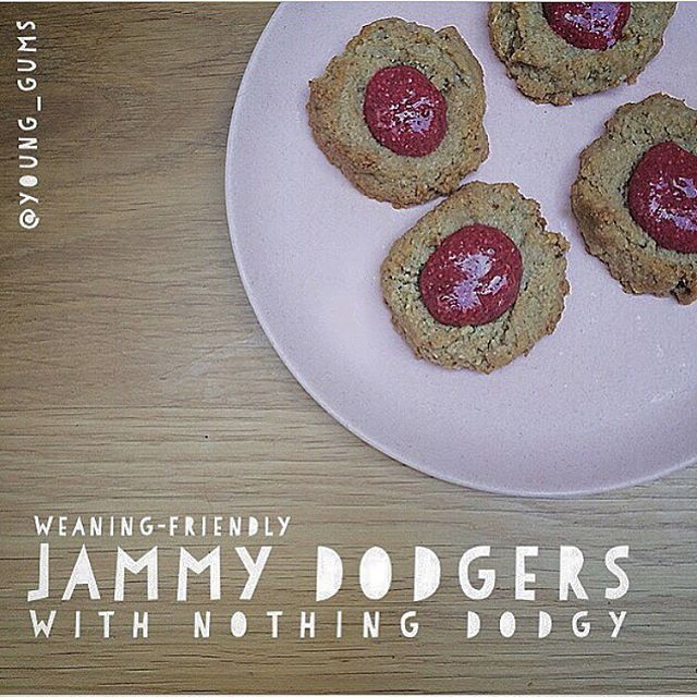 Check out these crispy/chewy jammy dodgers I made with my babe after nursery yesterday. We used no sugar or refined grains (and they're dairy-free, vegan and gluten-free, if that's useful for your little one). But most of all they're quick + yum. 🍪🍓Safe from 6m. Recipe coming if you fancy one x