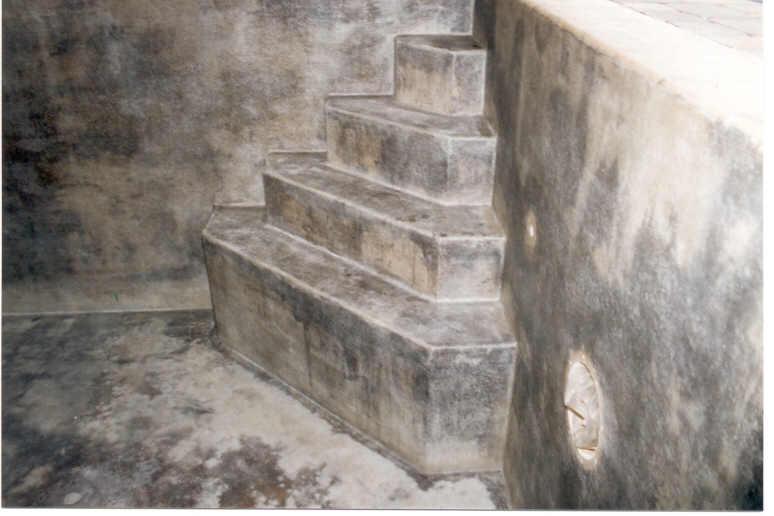 Hier wurde die benötigte Treppe gleich mit gemauert -