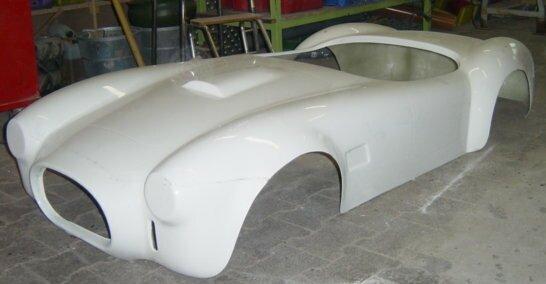 Herstellung von Formteilen aus GFK für verschiedene Anwendungen - Karosserieteile, Werbedisplays, Industrieteile