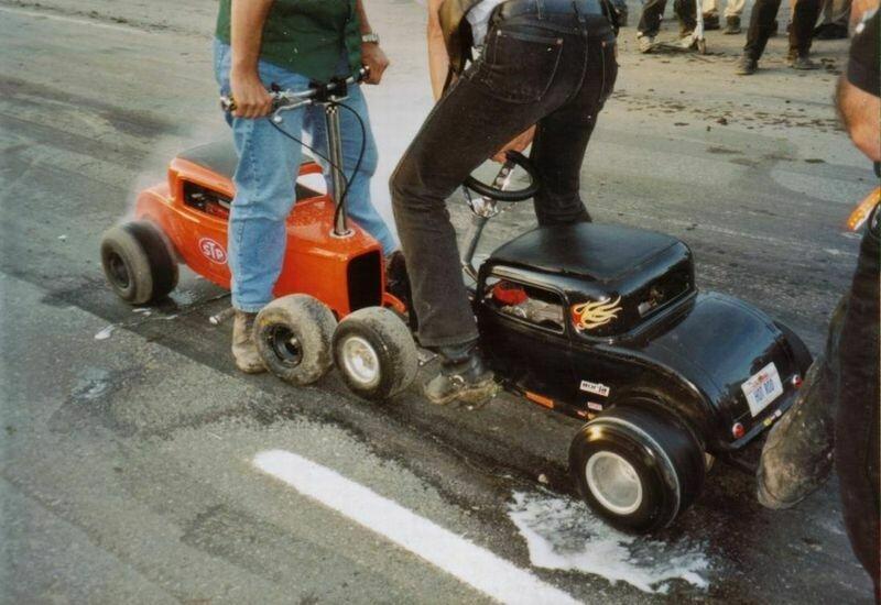 Ein einfacher Leiterrahmen mit Kart Rädern dient als Basis -
