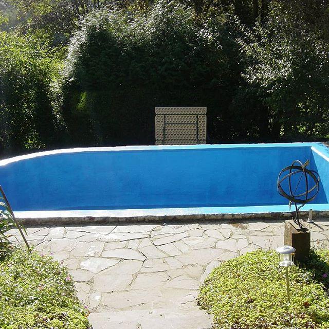 Ihr eigener Swimming Pool kann durch eine Umrandung mit Natursteinen zu einem mediterranen Hingucker werden. . . . . . . #teichbau #gartenfreude #schwimmen #swimmingpool #schwimmbecken #schwimmbad #schwimmteich #schwimmpflanzen #baustelle #handwerk #deutscheshandwerk #gfk #kunststoff #kölnbloggt #homeiswherethedomis #gartenarbeit #gartengestaltung #landschaftspflege #gartenreich #gartenglück #garteneden #diy #bauarbeiten #baustellenromantik #baustellentagebuch