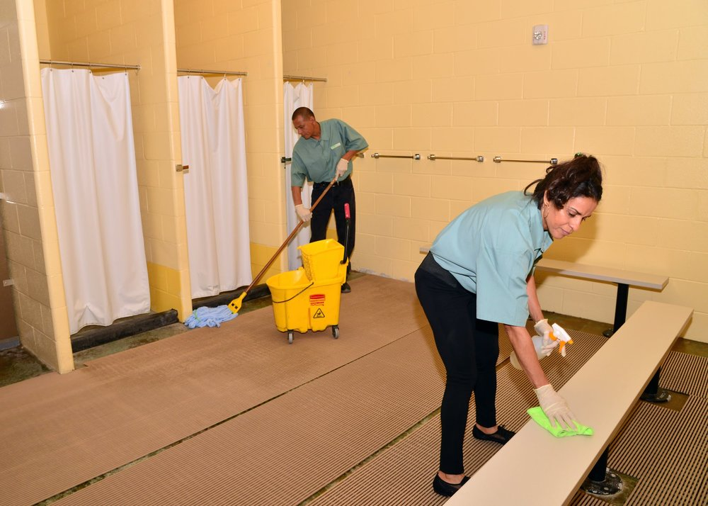 Greenway-Cleaning-Solutions-Team-at-work-11.jpg