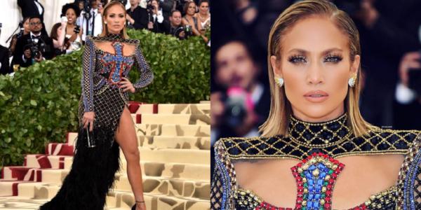Jennifer Lopez in een jurk van Balmain. Haar haren in een zijscheiding waar een 'wet-look' gecreëerd is. Wil je deze look ook? Bekijk dan onze  blog  hoe je dit precies doet.
