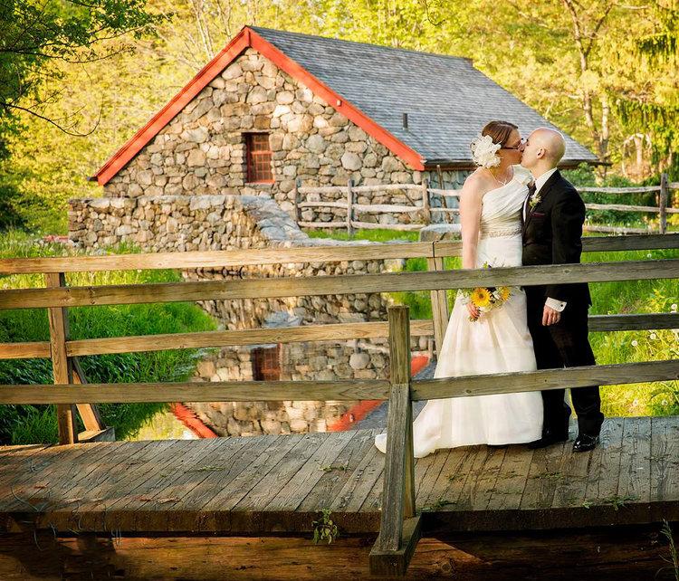 wedding_couple_kiss_studioacphoto_bride_groom.jpg