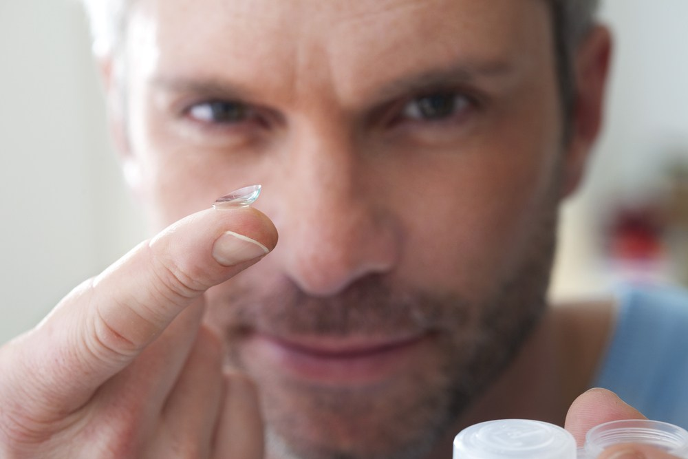 contact-lens-with-man.jpg