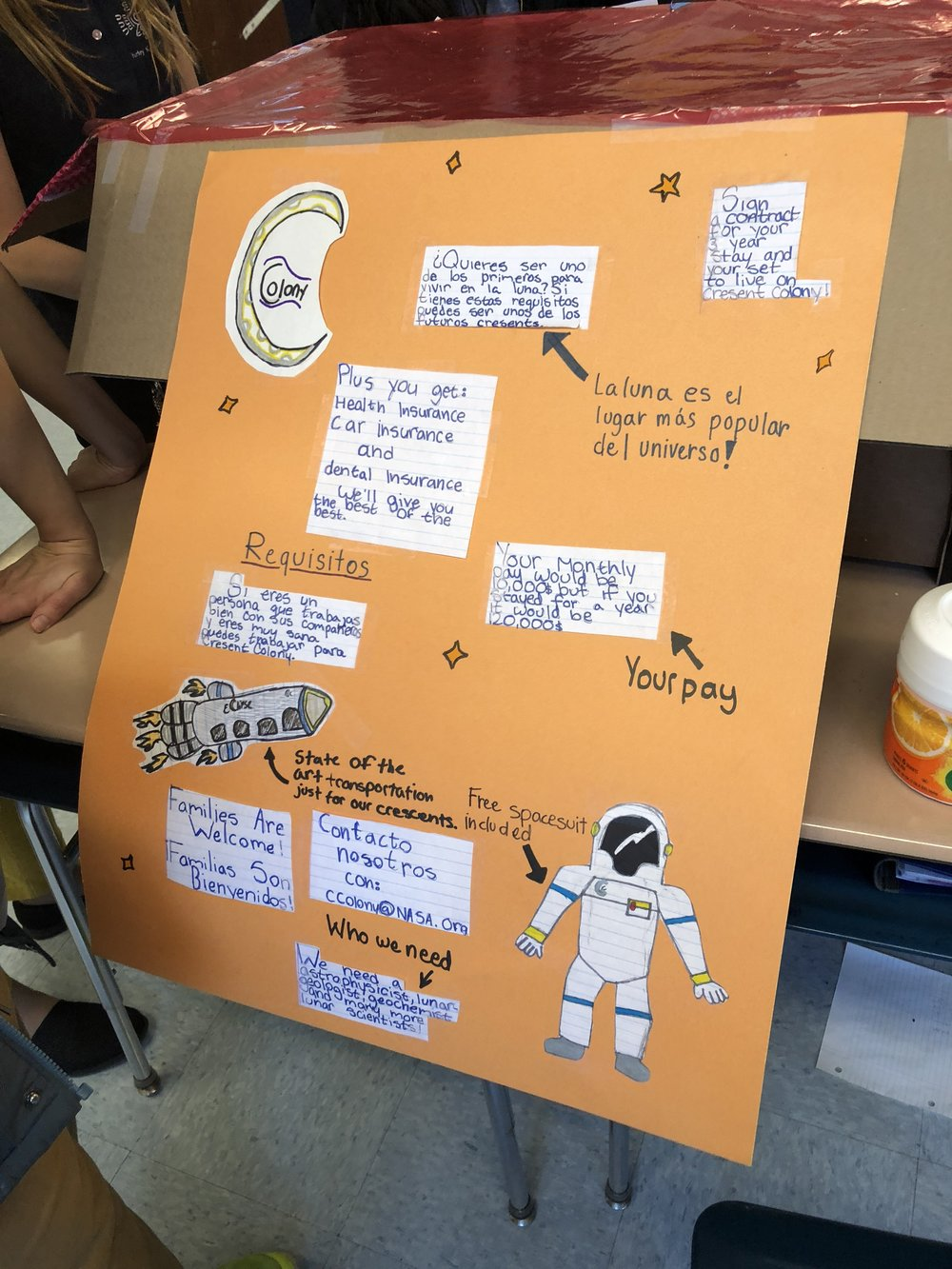 A bilingual advertisement created by students to encourage brave pioneers to live on the moon.