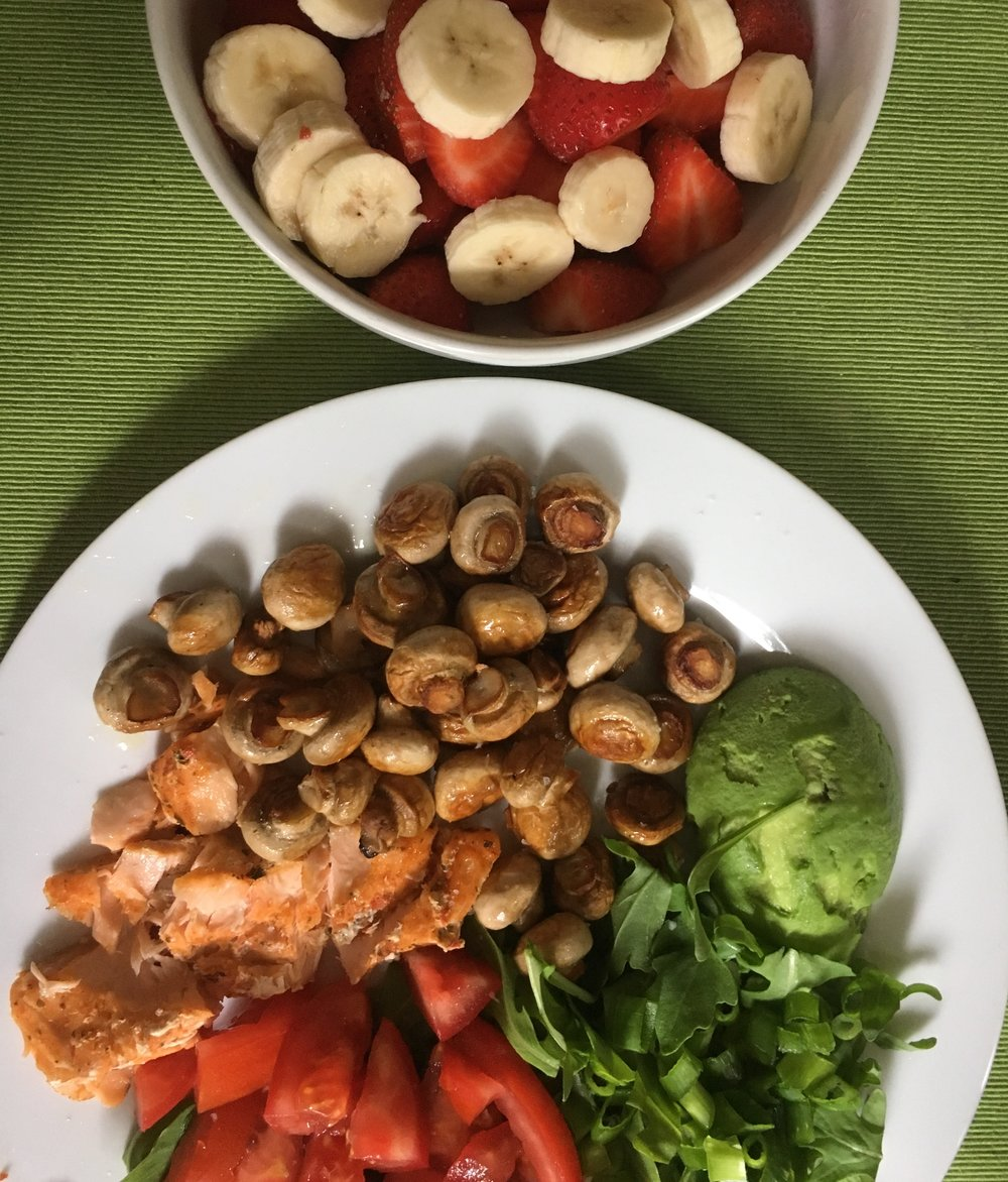 Salmon, tomato, rocket, avocado, mushroom with banana and strawberries as desert ;)