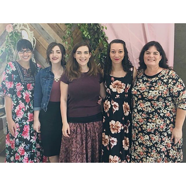These ladies threw a perfect baby shower for Hazel this weekend. 💕 We're a loved little family. Thankful to be surrounded by so many friends and family who helped celebrate, and for our baby to have all the cutest cousins too.