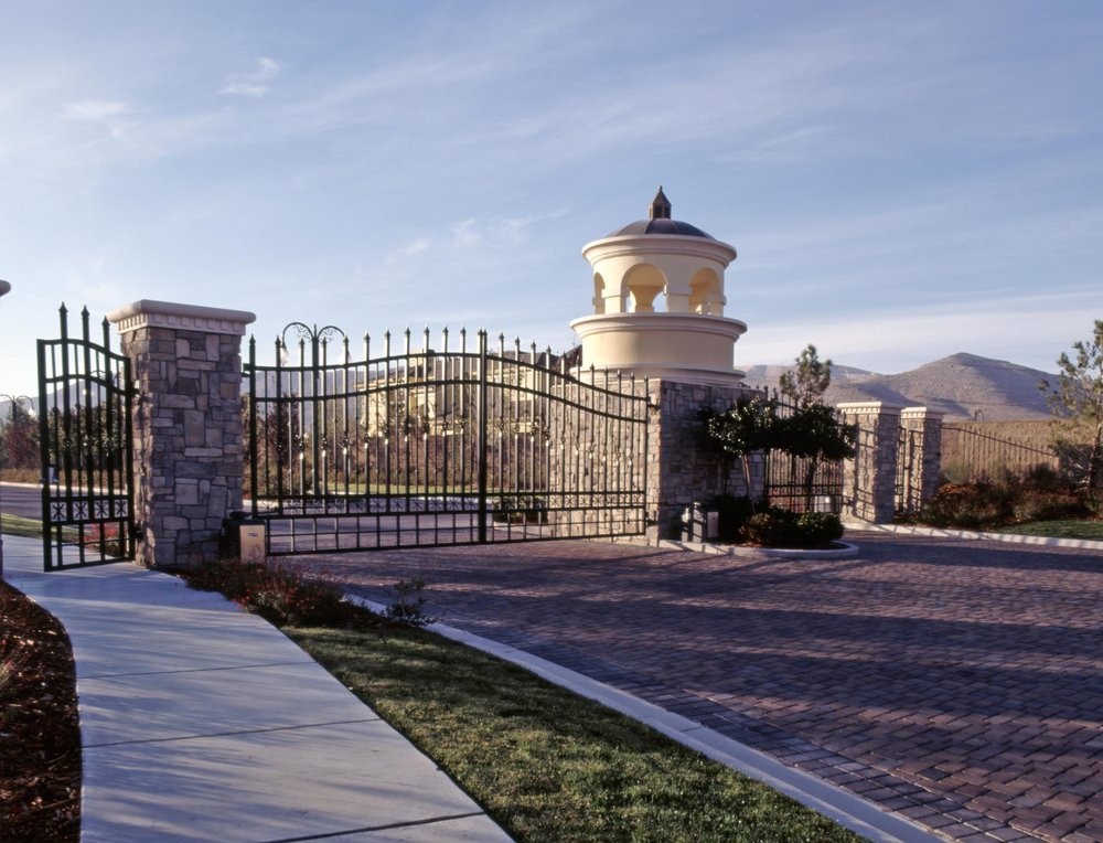 Southern Highlands gates.JPG